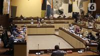 Suasana rapat dengar pendapat dengan Komisi II bersama Kementerian Dalam Negeri, KPU dan Bawaslu di gedung DPR RI, Jakarta, Selasa (19/1/2021). Rapat tersebut membahas evaluasi pelaksanaan pemilihan kepala daerah (Pilkada) 2020 yang berlangsung pada 9 Desember lalu. (Liputan6.com/Angga Yuniar)