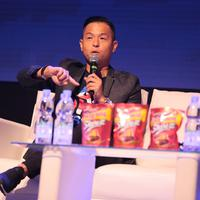 Ayah dua orang anak itu mengaku nyaman dengan julukan awalnya. Seperti diketahui, Penulis Skenario Asli Terbaik Festival Film Indonesia 2017 lewat film Cek Toko Sebelah itu mengawali kariernya dari komedi. (Adrian Putra/Bintang.com)