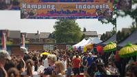 "Suasana dan kerumunan pengunjung pada pameran ""Kampung Indonesia"" dalam Cowley Road Festival 2018 di Oxford (1/7) (sumber: KBRI London)"
