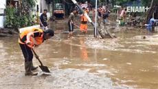 Jelang Petang, banjir bukit duri mulai surut, air yang menggenangi kawasan tersebut sejak dini hari secara perlahan mulai surut warga kembali dari pengungsian dan membersihkan rumahnya masing-masing.