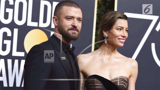 Pasangan Justin Timberlake dan Jessica Biel nampak serasi menghadiri Golden Globes 2018.