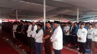 Ribuan Jemaah nahdiyin dalam kegiatan istigotsah di polres Garut (Liputan6.com/Jayadi Supriadin)