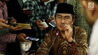 Ketua Umum ICMI Jimly Asshiddiqie pada konferensi pers di Jakarta, Rabu (9/8). Jimly meminta masyarakat jangan mudah percaya pada informasi-informasi yang bertujuan memecah belah umat Islam dan bersikap khusnudzon. (Liputan6.com/Johan Tallo)