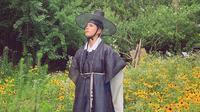 Aktor Park Bo Gum memakai hanbok. (dok. Twitter @bogummy)