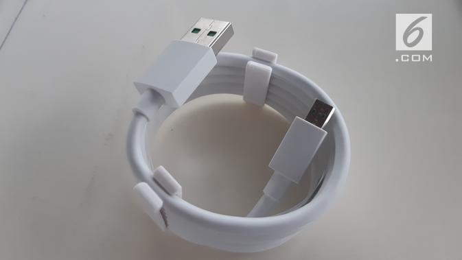 Sebuah kabel USB Micro (Liputan6.com/ Agustin Setyo W)