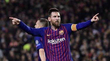 Selebrasi Lionel Messi usai mencetak gol ke gawang Liverpool pada leg 1, babak semifinal Liga Champions yang berlangsung di Stadion Camp Nou, Barcelona, Kamis (2/5). Barcelona menang 3-0 atas Liverpool. (AFP/Javier Soriano)