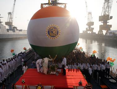 India Luncurkan Kapal Selam Kelas Ketiga Scorpene Karanj