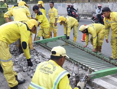 Pagar dan Separator Jalan Galunggung Dibongkar