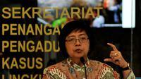 Menteri LHK, Siti Nurbaya memberi penjelasan saat Konferensi Pers di Kementrian LHK, Jakarta, Jumat (18/9/2015). Sepuluh perusahaan menjadi tersangka dalam pembakaran hutan yang menyebabkan terjadinya kabut asap. (Liputan6.com/Johan Tallo)