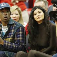 Kylie Jenner dan Travis   Scott kini semakin mesra namun   keduanya malah jarang sekali   terlihat oleh publik. (RONALD MARTINEZ / GETTY IMAGES NORTH AMERICA / AFP)