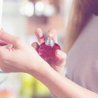 Jangan sampai salah pilih parfum. Ketahui parfum yang pas untuk kepribadianmu. (Via: cosmopolitan.com)