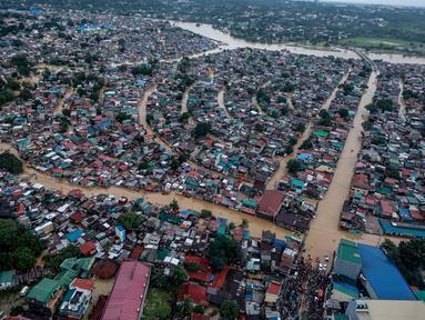 Foto udara menunjukkan rumah-rumah warga yang terendam banjir akibat Topan Vamco di Manila, Filipina (12/11/2020). Pemerintah Filipina pada Jumat (13/11) mengungkapkan Topan Vamco, yang memicu banjir besar dan tanah longsor menelan sedikitnya 14 korban jiwa. (Xinhua/Istana Kepresidenan Filipina)