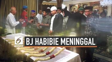 Kamis (12/9/2019) pagi rumah duka BJ Habibie sudah dipenuhi karangan bunga ucapan turut berduka cita. Pihak keluarga gelar acara tertutup di dalam rumah.