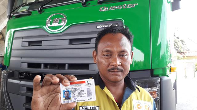 Mahfud, salah satu sopir truk yang mendapat SIM B2 Umum gratis dari UD Trucks (Yurike/Liputan6.com)