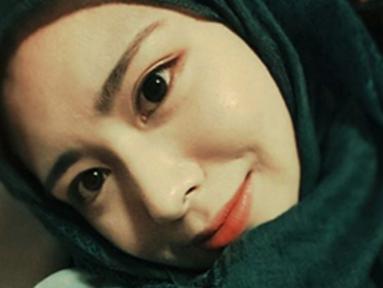 Gadis berparas jelita ini bernama lengkap Ayana Jihye Moon berusia 20 tahun. Dia mengikrarkan diri sebagai mualaf asal Korea Selatan sejak duduk di bangku SMA. (Instagram/xolovelyayana)
