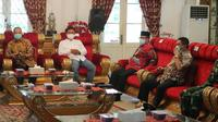 Pertemuan lima kepala daerah se Pantura Jabar membahas persiapan PSBB tingkat provinsi Rabu besok. Foto (Liputan6.com / Panji Prayitno)