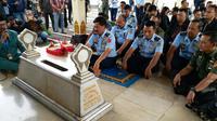 Panglima TNI Hadi Tjahjanto Ziarah ke Makam Jenderal Soedirman. (Liputan6.com/M Teguh)