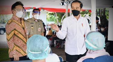 Presiden Joko Widodo (Jokowi) dan Menteri Kesehatan Budi Gunadi Sadikin