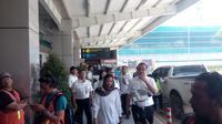 Menteri Badan Usaha Milik Negara (BUMN) Rini Soemarno memantau langsung operasional bandara baru Yogyakarta International Airport (YIA) di Kulon Progo. (Liputan6.com/ Bayu Yanuar)