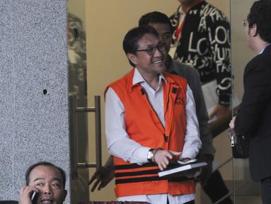 Mantan anggota DPR Fraksi PAN, Sukiman tersenyum usai menandatangani berkas P21 di Gedung KPK, Jakarta, Kamis (28/11/2019). Tersangka Sukiman segera akan menjalani sidang perdana di Pengadilan Tipikor. (merdeka.com/Dwi Narwoko)