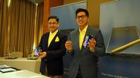 IT dan Mobile Product Marketing Head Samsung Electronics Indonesia Denny Galant dan IM Marketing Director Samsung Electronics Indonesia Jo Semidang memegang Galaxy Note 9 saat baru dirilis di Jakarta, Kamis (23/8/2018). Liputan6.com/ Agustin Setyo Wardani