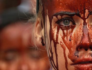 20160706-Aktivis Mandi Darah Tolak Festival San Fermin di Spanyol