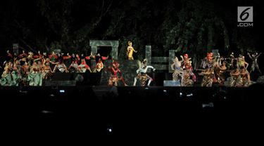 """Seniman mementaskan Sendratari Ramayana dengan lakon """"Shinta Obong"""" di Benteng Vastenburg, Solo, Jawa Tengah, Sabtu (8/6/2019). Pementasan wayang orang tersebut digelar secara gratis oleh Pemkot Surakarta mulai 7 hingga 9 Juni 2019. (merdeka.com/Iqbal Nugroho)"""