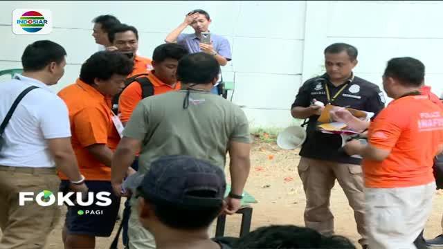 Polda Metro Jaya menggelar rekonstruksi kasus peluru nyasar yang menembus sejumlah ruang kerja anggota DPR RI, Jumat siang.