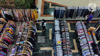 Pengunjung beraktivitas di pusat perbelanjaan Ambasador, Jakarta, Rabu (23/6/2021). Pemerintah memperkuat Pemberlakuan Pembatasan Kegiatan Masyarakat (PPKM) skala mikro, di antaranya pembatasan jam operasional pusat perbelanjaan yang dibatasi sampai pukul 20.00WIB. (Liputan6.com/Johan Tallo)