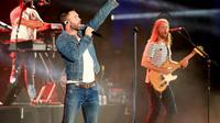 """Melansir US Weekly, terlihat pengumuman pembatalan konser pada situs resmi Maroon 5, """"Pertunjukkan Maroon 5's di The XL Center, Hartford, Senin ini, 19 September. Bagi yang sudah membeli tiket, uang akan dikembalikan"""". (AFP/Bintang.com)"""