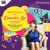 Live Chatting via BBM Celebs Channel. (Febio Hernanto/Ibang/Bintang.com)