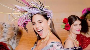 Tampilan Floral Ashley Graham di Runway Dolce & Gabbana