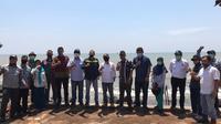 Sejumlah pejabat dari kantor Kementerian Koordinator Bidang Kemaritiman dan Investasi melakukan kunjungan kerja ke Kawasan Industri Terpadu (KIT) Batang (Dok: Humas)