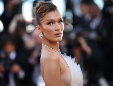 Bella Hadid Tampil Memesona dengan Gaun Putih di Cannes