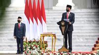 Presiden Joko Widodo atau Jokowi (kanan) didampingi Wakil Presiden Ma'ruf Amin menyampaikan pidato saat menjadi inspektur upacara HUT ke-76 TNI di halaman Istana Merdeka, Jakarta, Selasa (5/10/2021). (Foto: Istana Kepresidenan)