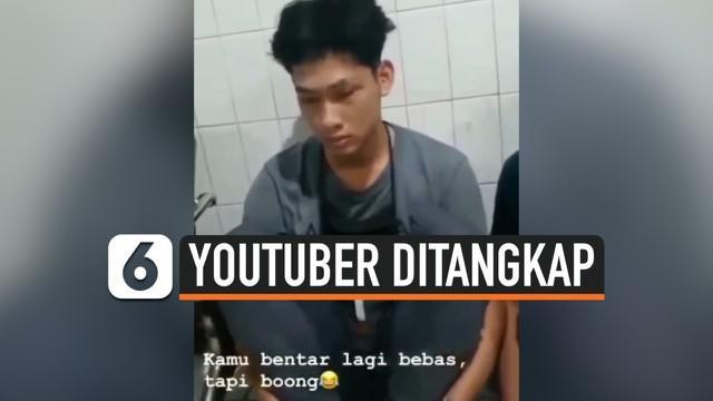 """Youtuber Ferdian Paleka tak berdaya saat diringkus polisi di jalan tol Tangerang-Merak. Beredar video seseorang berbicara pada Ferdian, """"kamu bentar lagi bebas tapi boong..."""""""