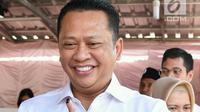 Ekspresi Ketua DPR RI Bambang Soesatyo usai menggunakan hak pilihnya di Tempat Pemungutan Suara (TPS) 15, Kelurahan Purbalingga Lor, Kecamatan Purbalingga, Kabupaten Purbalingga, Jawa Tengah, Rabu (17/4). (Liputan6.com/Pool/Humas DPR)