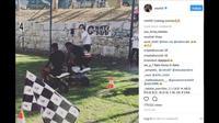 Disela-sela latihan bersama tim Nice, Mario Balotelli, menggelar balapan motor mini bersama rekan-rekannya. (Instagram/ @mb459)