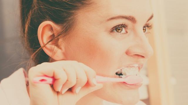 11 Cara Menghilangkan Karang Gigi Tanpa Harus Pergi Ke Dokter Gigi