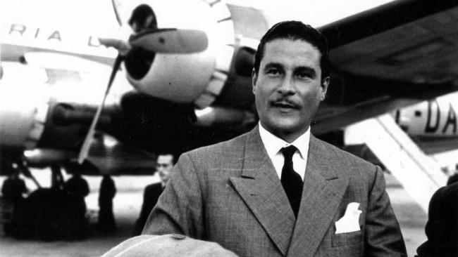 Errol Flynn. (Sumber Wikimedia Commons)
