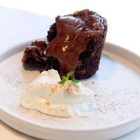 Ilustrasi Hot Fudge Pudding Cake./Copyright shutterstock.com/g/aonip