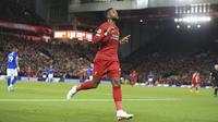 Penyerang Liverpool, Divock Origi berselebrasi usai mencetak gol keduanya ke gawang Everton pada pertandingan lanjutan Liga Inggris di Stadion Anfield, Rabu (4/12/2019). Liverpool menang telak 5-2 atas Everton. (AP Photo/Jon Super)