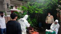 Polsek Sawangan melakukan tracing di Perumahan Taman Cipayung, Kecamatan Sukmajaya, Kota Depok. (Istimewa)