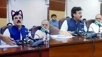 Perdana Menteri Pakistan tak sengaja tertangkap kamera dengan filter kucing (PTI KHYBER PAKHTUNKHWA / Screengrab Facebook)
