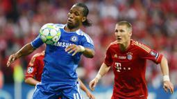 Pada 2012 dia hijrah ke Tiongkok untuk membela Shanghai Shenhua. Namun, pada 2014 ia kembali ke Chelsea di era kedua Mourinho. Pada musim itu dia sukses mempersembahkan satu gelar Premier League. Total Drogba tampil dalam 381 laga bagi Chelsea dengan torehan 164 gol. (Foto: AFP/Patrik Stollarz)