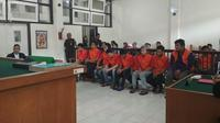 Sembilan terdakwa kasus narkoba yang divonis mati oleh Majelis Hakim PN Kelas 1 Palembang (Liputan6.com / Nefri Inge)