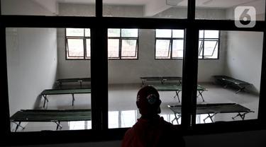 FOTO: Mengintip Ruang Isolasi COVID-19 di Gedung Sekolah Jakarta