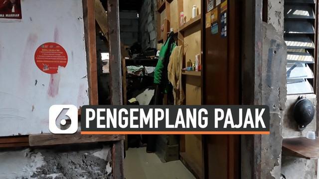 Samsat Jakarta Barat menemukan penunggak pajak kendaraan mewah jenis Rolls Royce Phantom di kawasan perkampungan gang sempit Jalan Mangga Besar IV P, Taman Sari, Jakarta Barat.