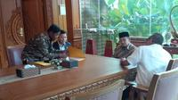 Ketua Umum Partai Golkar Setya Novanto mendatangi kediaman presiden ke-3 RI BJ Habibie.