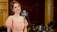 Drama Korea kini tengah digandrungi masyarakat dari berbagai kalangan termasuk para selebriti Indonesia. Namun ternyata tidak dengan Cinta Laura, ia mengaku belum pernah menonton drama Korea sama sekali. (Instagram/claurakiehl)
